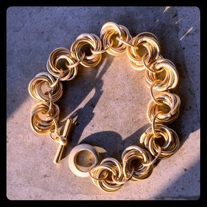Jewelry - Rich gold look for pennies! Beautiful bracelet.